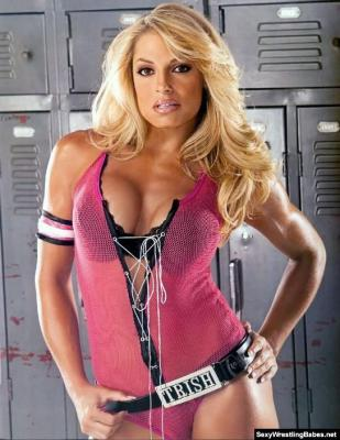 what does trish stratus look like nude